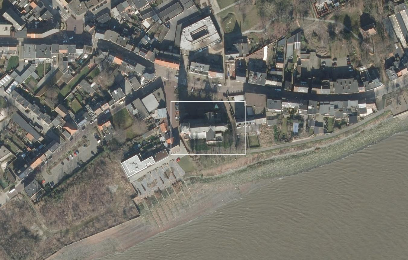 Luchtfoto projectsite OO4004 Burcht herbestemming kerk