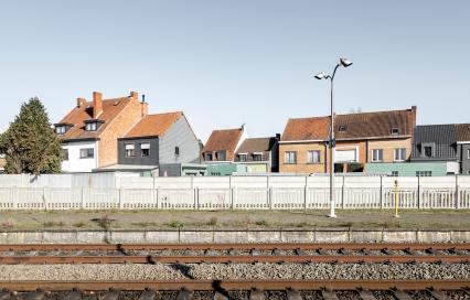 Station Eeklo met bebouwing op de achtergrond